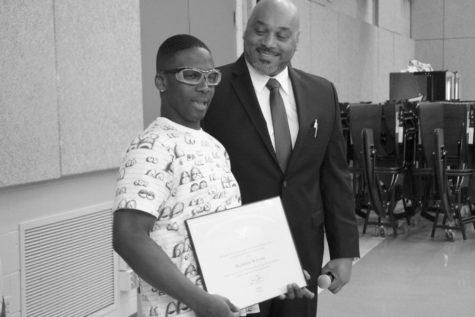 Paraeducator receives award for volunteer work