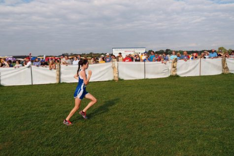 Freshman Grace Kessler races in the Rim Rock Farm Classic. Kessler finished 106th in the girls varsity gold division with a time of 21:26.